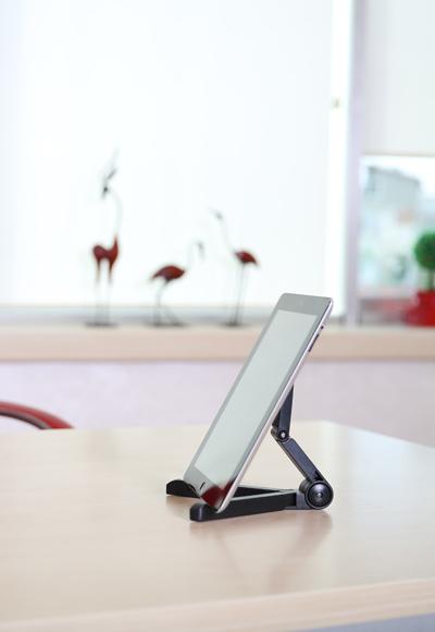 tv-tablet-ipad-standi-banner
